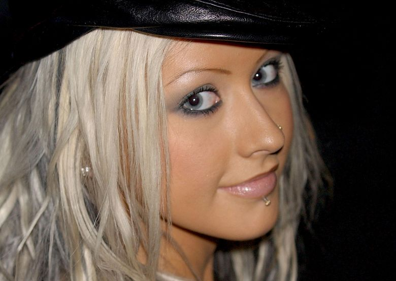 CHRISTINA AGUILERA AT THE GHARANI STROK FASHION SHOW AS PART OF LONDON FASHION WEEK. 16TH FEBRUARY 2003. PICTURES DAVID FISHER/LFI DF